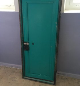 Дверь металлическая, даром