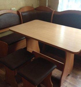Кухонный стол с уголком