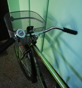 Велосипед с корзиной.