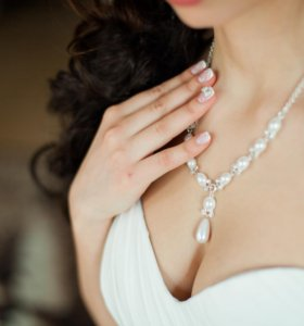 Комплект из ожерелья, браслета и сережек