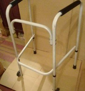 Ходунки с колёсиками и кресло горшок