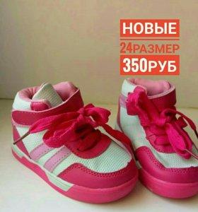 новые кроссовки кеды девочке 24размер