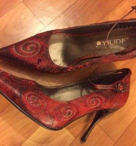 Туфли красные 37-38 р-р