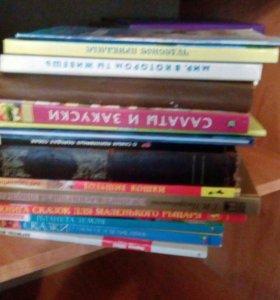Диски DVD и книги. Отдам бесплатно.