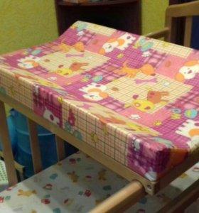 Детская кроватка и пелинальный столик