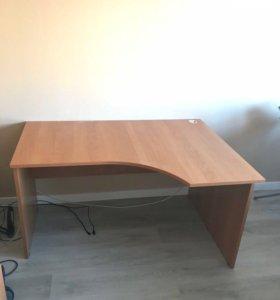 Компьютерный стол и тумбочка