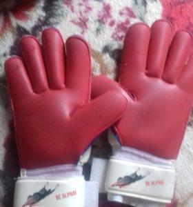Бутсы и вратарские перчатки