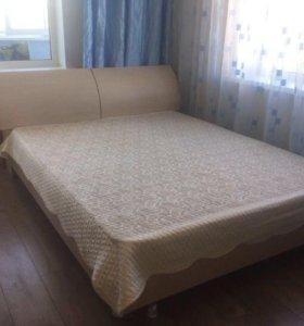 Кровать и 2 прикроватные тумбы