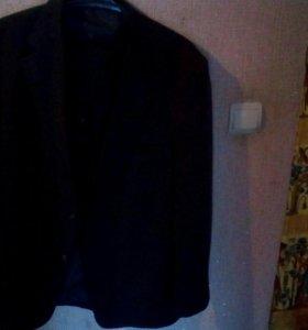 Костюм мужской,тройка(брюки,жилет,пиджак)