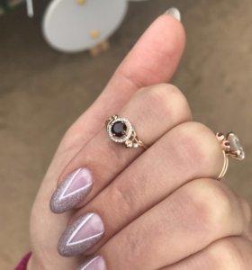 Новое золотое кольцо с гранатом и цирконами