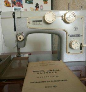 """Швейная машинка""""Подольск-142"""