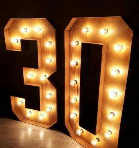 Цифры с лампочками в ретро стиле