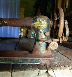 Антиквариат швейная машинка zinger