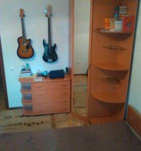 Комод,угловой шкаф,велотренажер,вытежка,комп стол.