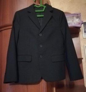 Школьный пиджак +4 рубашки. Р-р 134