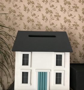 Деревянный домик для денег на свадьбу