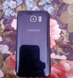 Телефон Samsung Galaxy и портативное зарядное устр