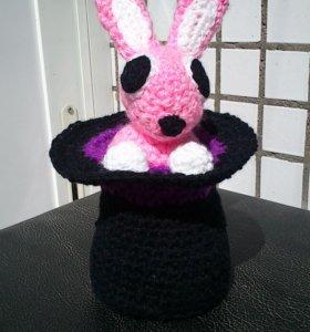 """Вязаная игрушка """"Кролик в шляпе"""""""