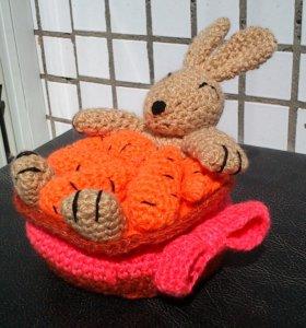 """Вязаная игрушка """"Заяц в моркови"""""""