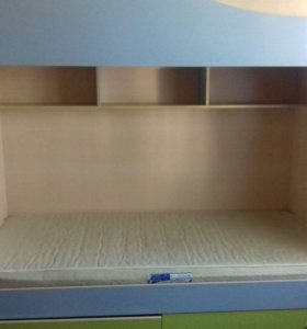 Двухъярусная кровать с матрасом