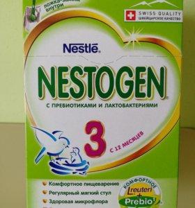 Детское молочко Nestogen 3 с 12 месяцев