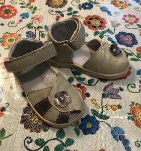 Новые сандалии для девочки р. 22