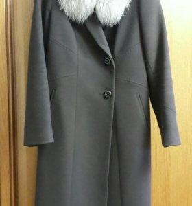 Зимнее женское пальто.