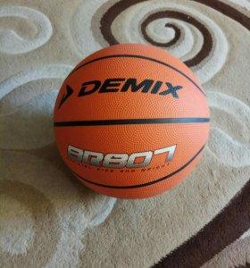 Мяч баскетбольный Demix.