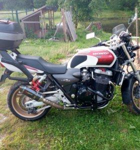 Honda CB1300SF (Super Four)