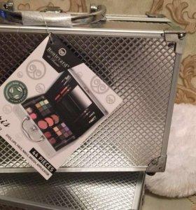 Косметика чемодан