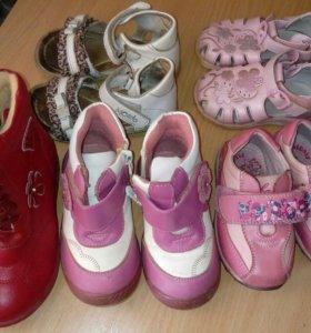 Детская обувь 5 пар 19, 21, 22, 26 размер