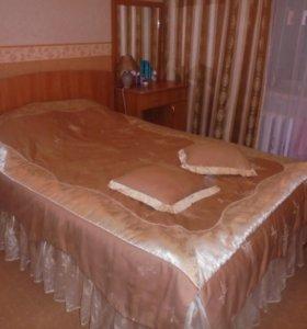 Продаю 2-х спальную кровать и косметический столик