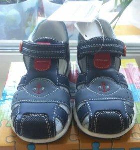 Новые сандалии 15,7см по стельке