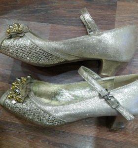 Туфли золотистые (для золушки)