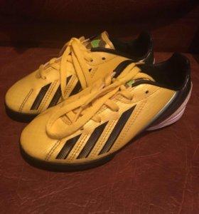 Кроссовки Adidas f10 ;новые