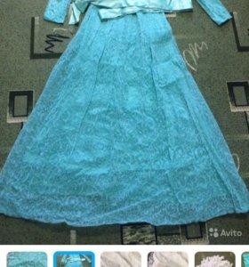 Платье на Никах, со всеми принадлежностями.