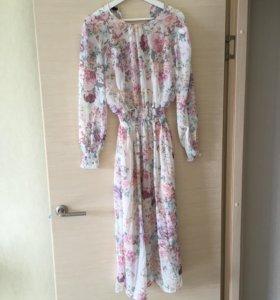 Платье миди с цветочным принтом новое