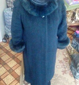 Зимнее пальто с мехом.