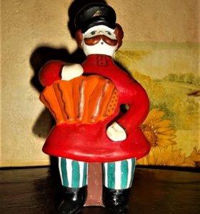 Глиняная статуэтка Мужичок с гармошкой. Продам