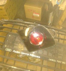 Фонарь левый в крышку багажника Mazda 3 bk 04-09