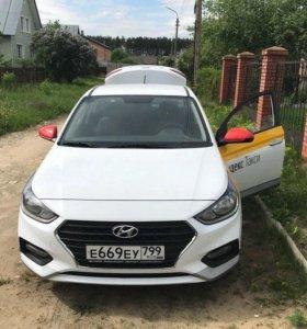 Аренда Hyundai Solaris 2018 оклейка Yandex Taxi