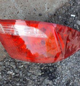 Задние фонари Peugeot 408