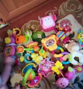 Игрушки для ребенка от рождения до года