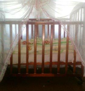 Кроватка детская состояние отличное матрас балдахи
