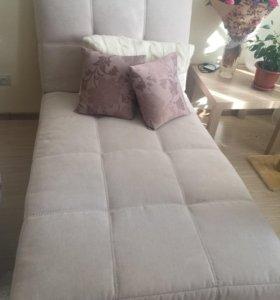 Продаётся фабричный диван