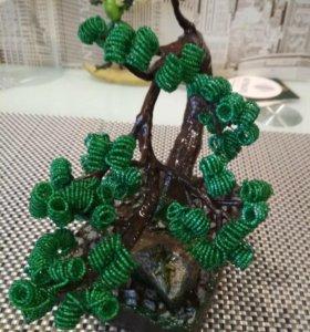 Вечнозелёное дерево бонсай из биссера