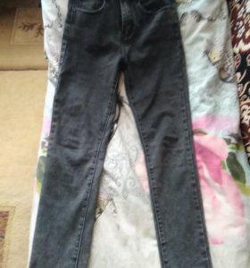 Продам джинсы. Удобные, подчеркивают фигуру.