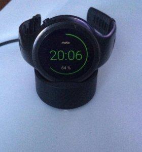 Часы Moto 360 sport