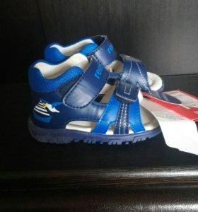 Новые сандалии Reima