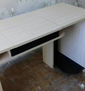 Стол из комплекта мебели Ярофф